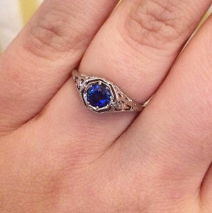 Ceylon Sapphire in Art Deco Style Filigree Mounting - 14K White Gold