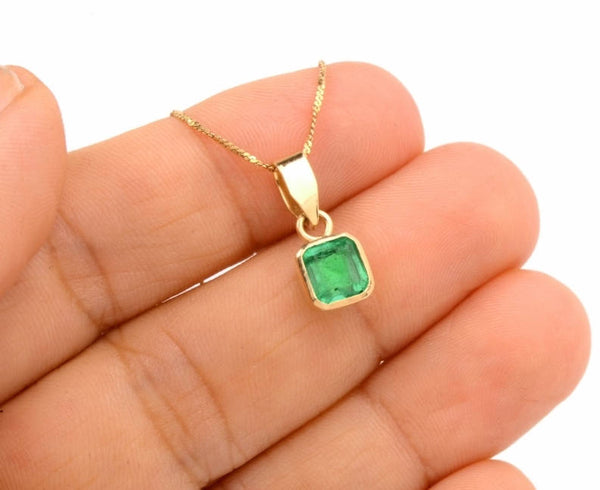1.5ct Emerald in 18K Yellow Gold Pendant