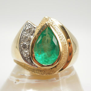 18K Yellow Gold Pear Shaped Emerald and Diamond Ring