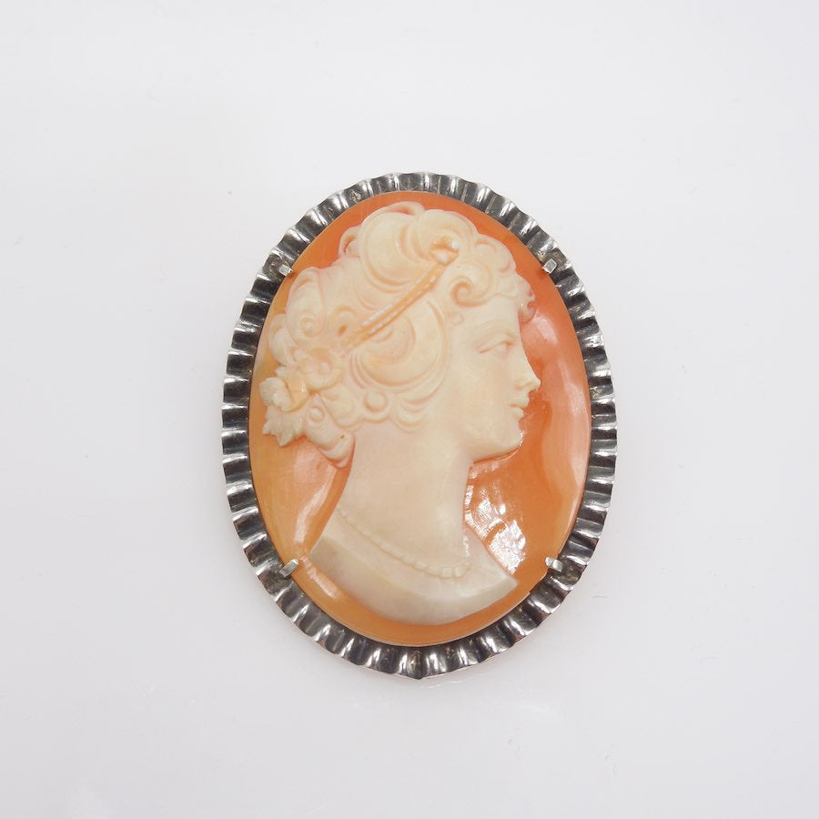 Antique Shell Cameo Pin Brooch in Scalloped Sterling Silver Frame