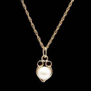 "Antique Gold and Pearl Pendant on 18"" Gold Rope Chain"