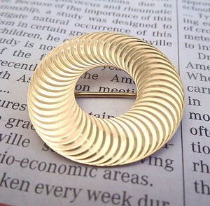 Vintage Circular Brooch Pin in 14K Yellow Gold