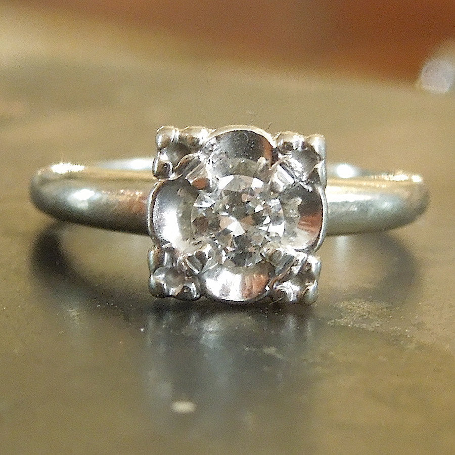 Retro 1940s Illusion Mount Diamond Ring in Platinum