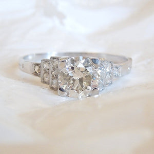 Antique Art Deco 1 carat Diamond Engagement Ring in Platinum