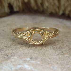 Petite Engraved Ring Mounting in White or Yellow Gold - 4 to 4.5mm Stone