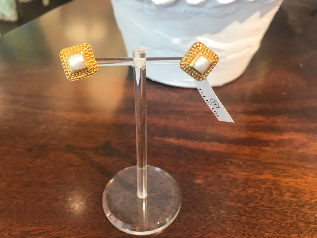 LUXOR STUD GOLD SHELL PEARL
