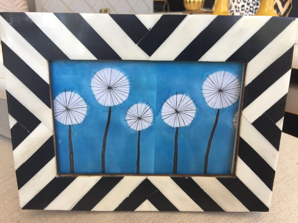 ANGLED STRIPES BLACK FRAME- 5x7