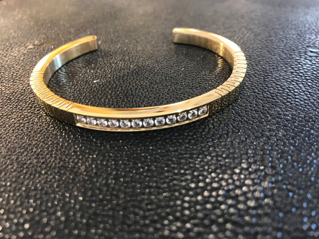 GOLD CUFF WITH CUTS