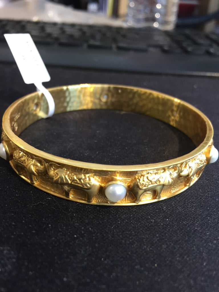 ELEPHANT SHONE BANGLE GOLD PEARL MEDIUM