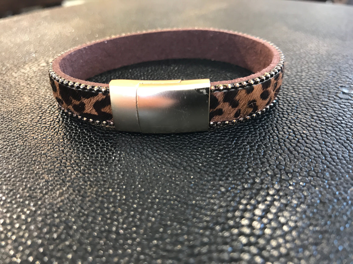LEOPARD ON BROWN BAND
