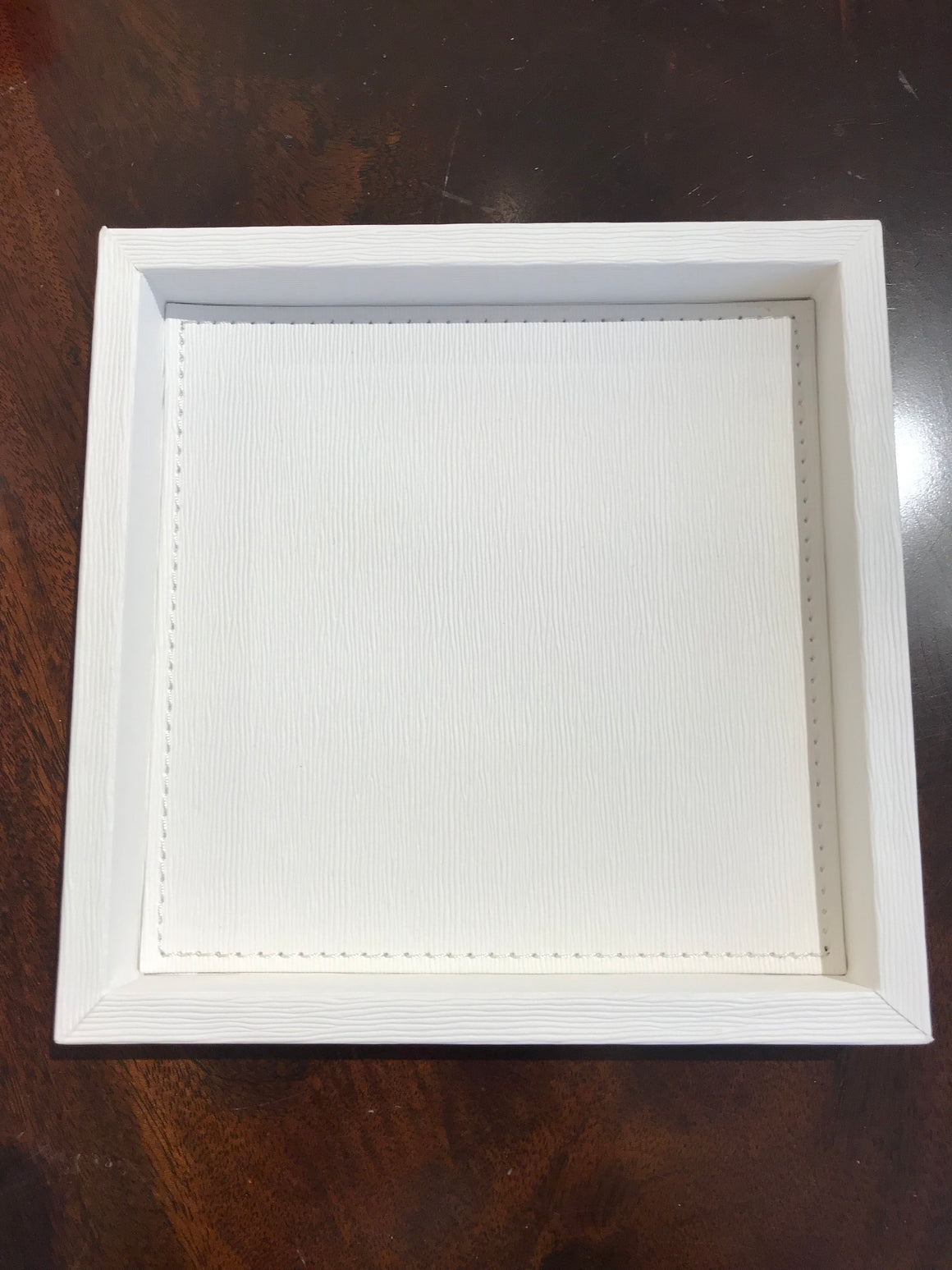FAUX LEATHER TRAY 7X7 WHITE