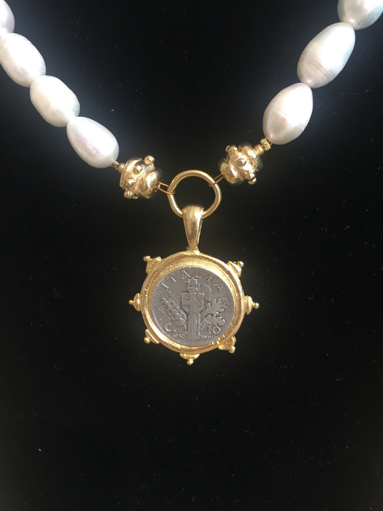 PEARL NECKLACE WITH ITALIAN COIN