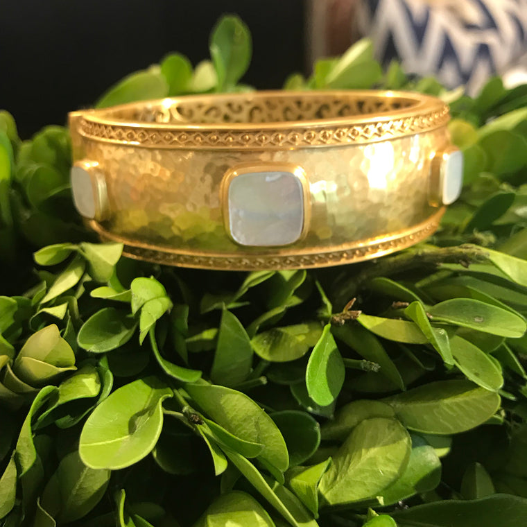 CATALINA STATEMENT HINGE BANGLE GOLD FLAT MOTHER OF PEARL