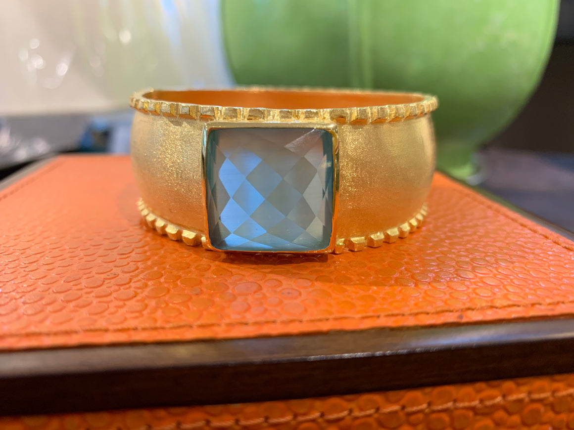 VENETO SQUARE STONE BANGLE ICE BLUE