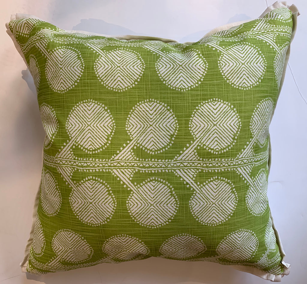 IVY APPLE PILLOW 22X22