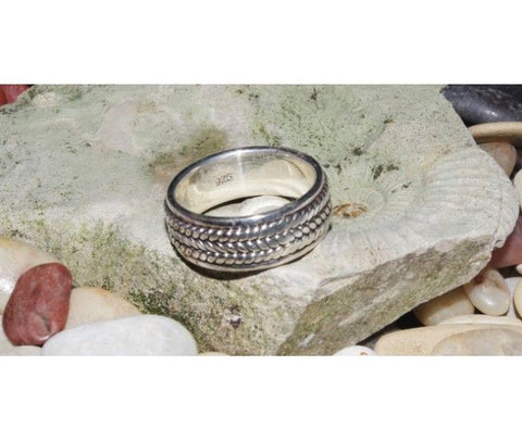 Silver Ring with Weaving-Rope Pattern