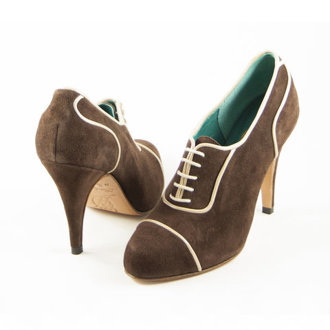 Aceso Oxford: Brown Suede w/Champagne trim