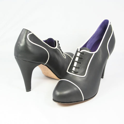Aceso Oxford: Black Calf w/Pearl White trim