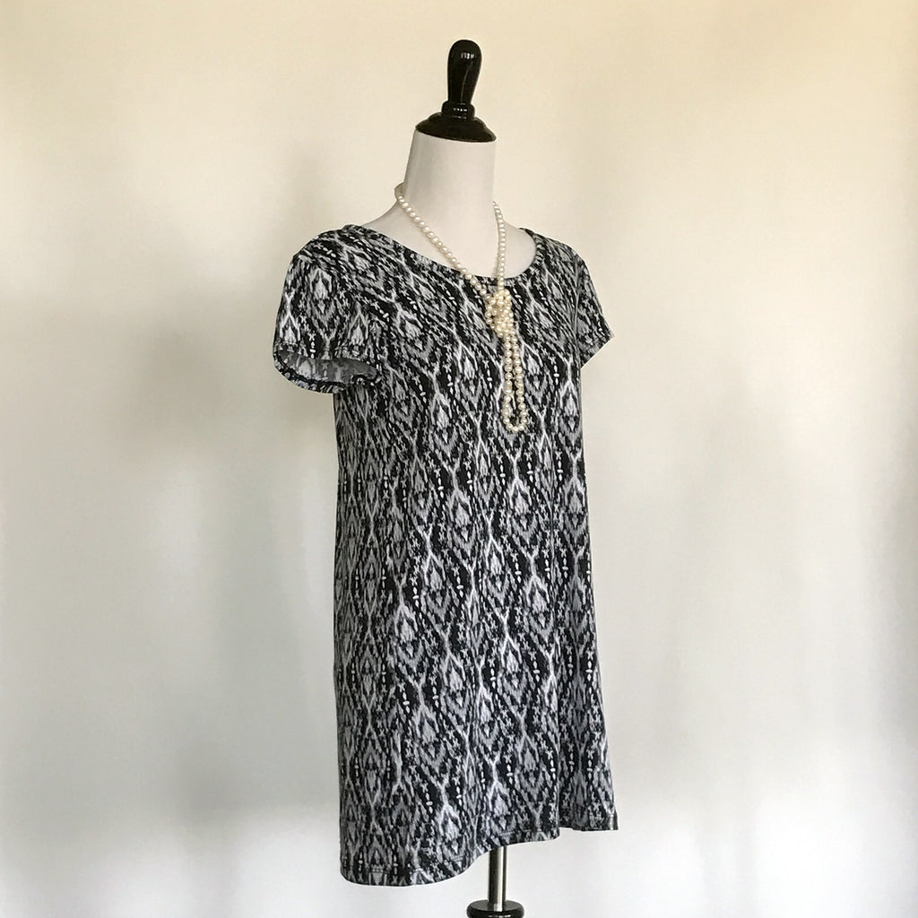 Amber T-Shirt Dress - Black and White - meNmommy.com  - 2