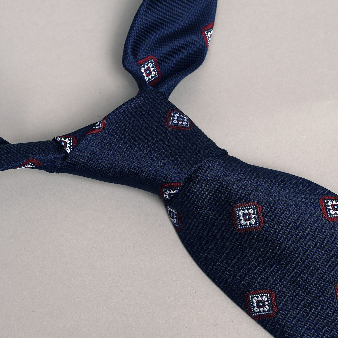 Necktie in Navy Diamonds Silk