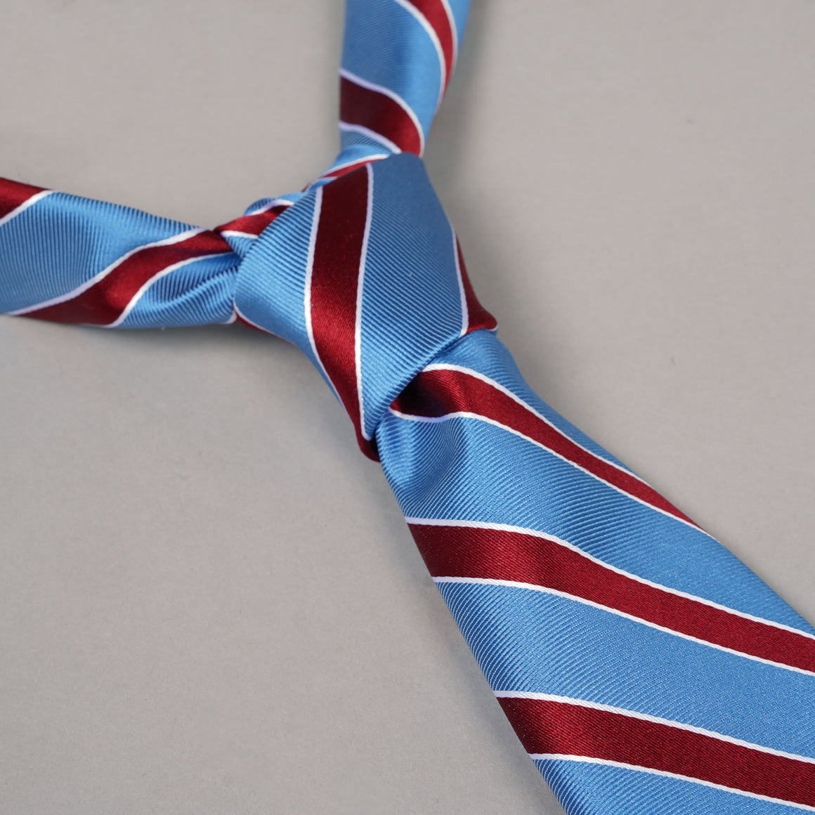 Necktie in Cyan & Scarlet Regimental Stripe