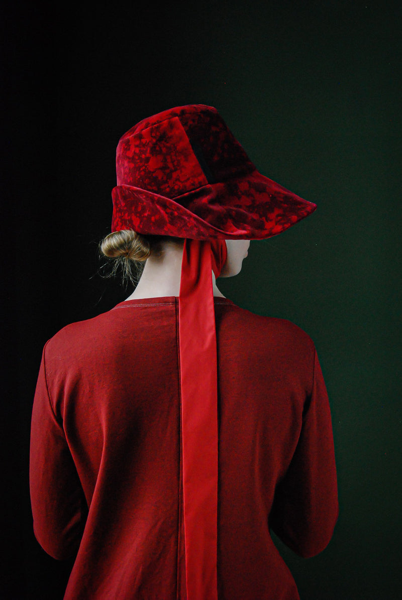 Velvet bucket hat with a ribbon