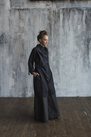 Shirt dress with a drapery around the neck