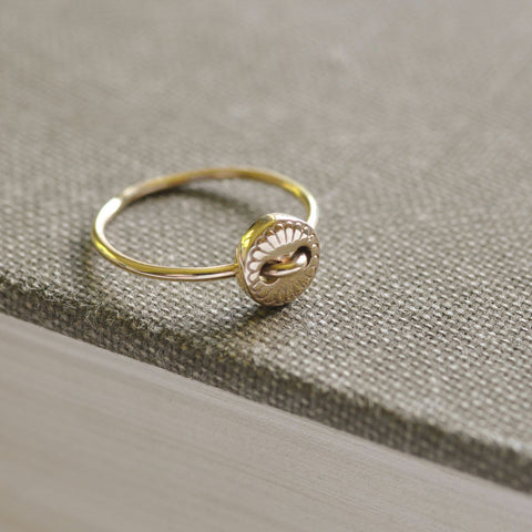 9ct Gold Scalloped Button Ring