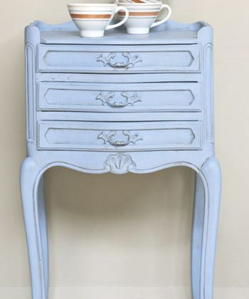 Table by Annie Sloan in Louis Blue Chalk Paint™.