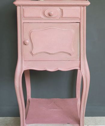 Table by Annie Sloan in Scandinavian Pink Chalk Paint™.