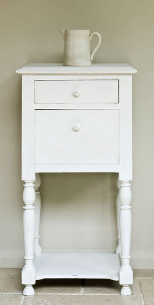 Table by Annie Sloan in Old White Chalk Paint™.