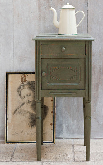 Table by Annie Sloan in Olive Chalk Paint™.