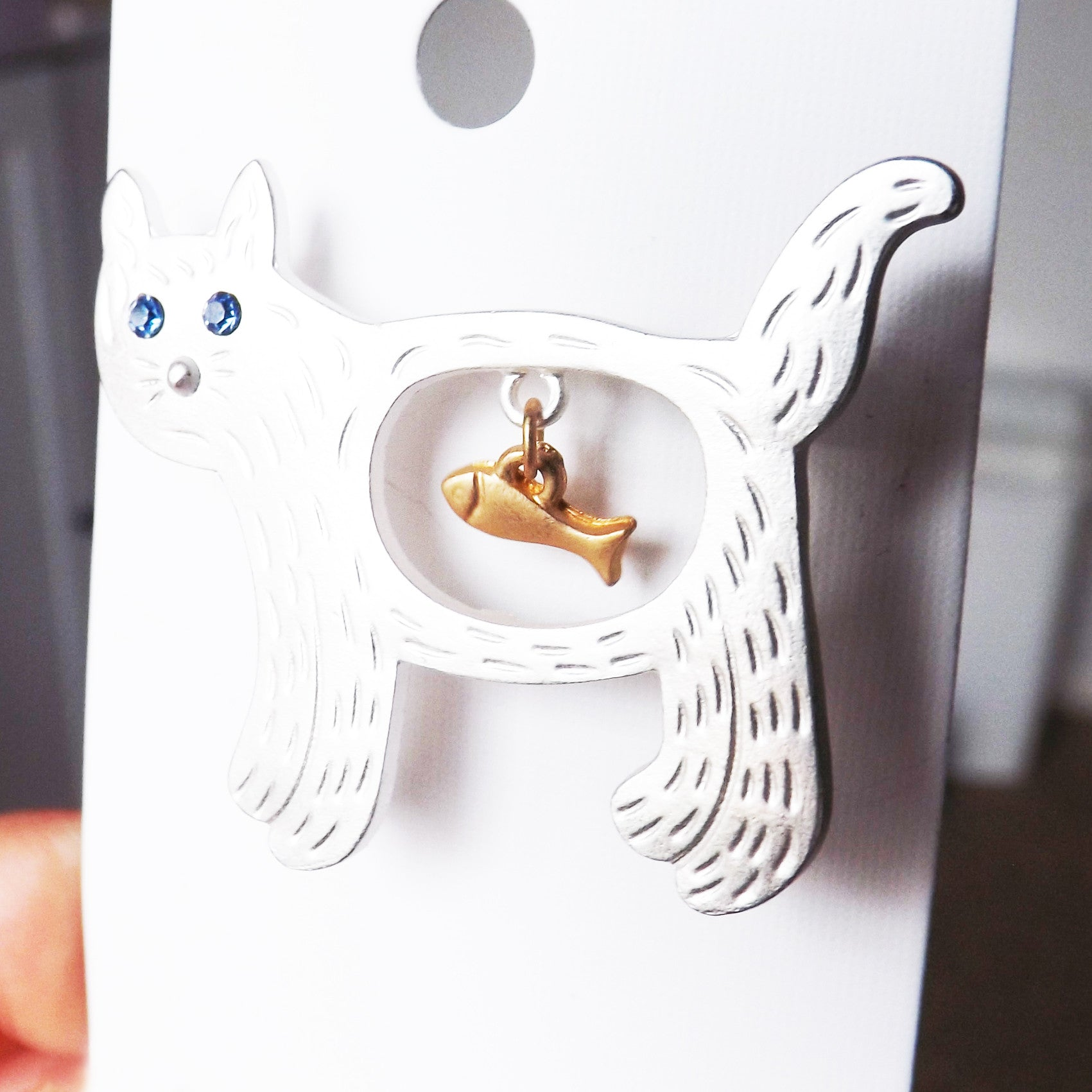 Silver Hungry Cat Brooch