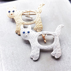 Gold Hungry Cat Brooch