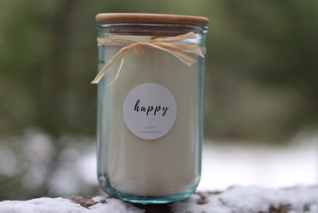Happy candle. (cassis + neroli)