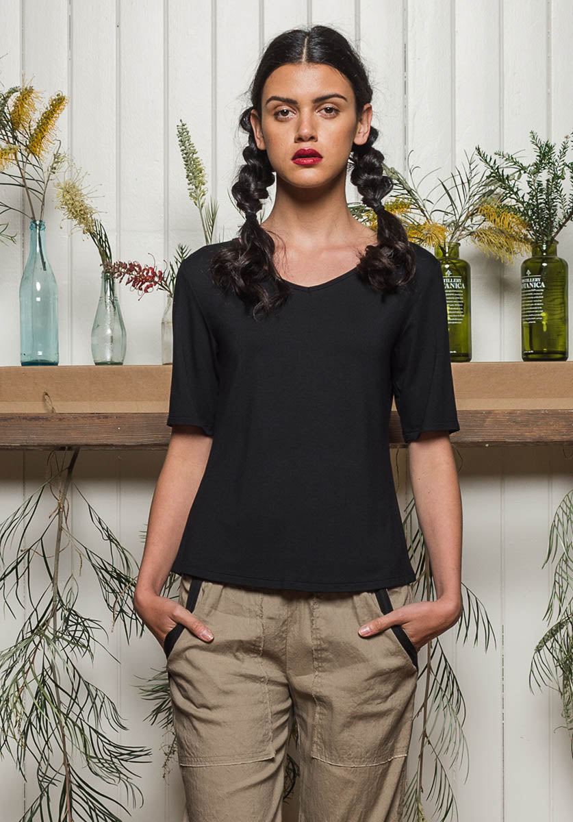 Viola tee black | Eco-Friendly Fashion | Sustainable Clothing