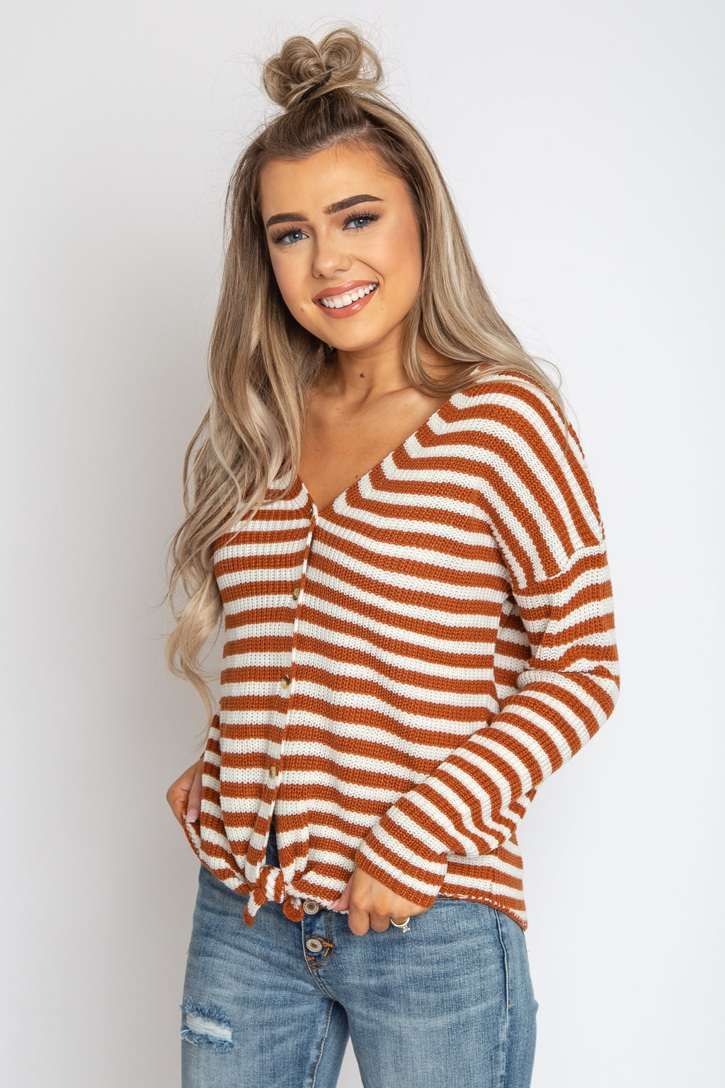 Daisy Front Knot Top