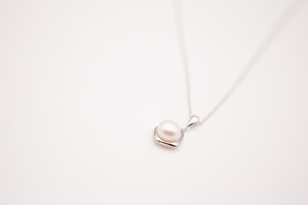 Sterling Silver Pearl Pendant & Chain