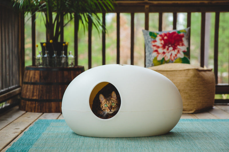 white designer poopoopeedo cat litter box by Sin Design