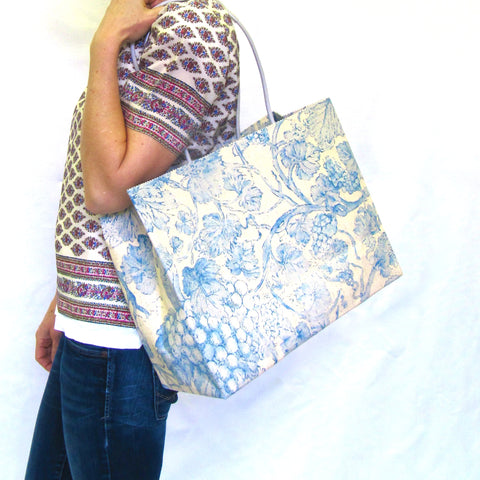 Brave Brown Bag pattern wax cotton marche blue vine