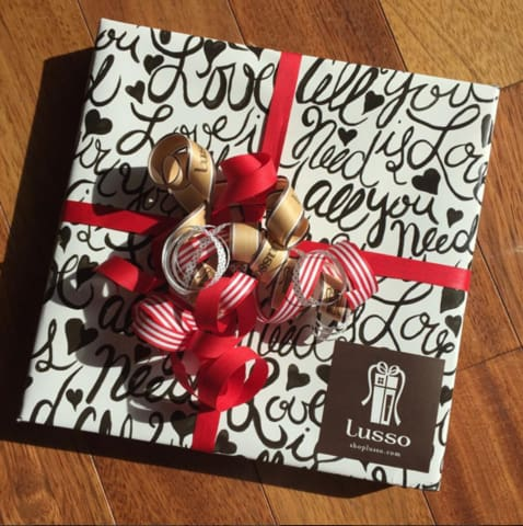 lusso all you need is love giftwrap