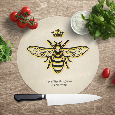 SavvyGifts Personalized Queen Bee Glass Cutting Board