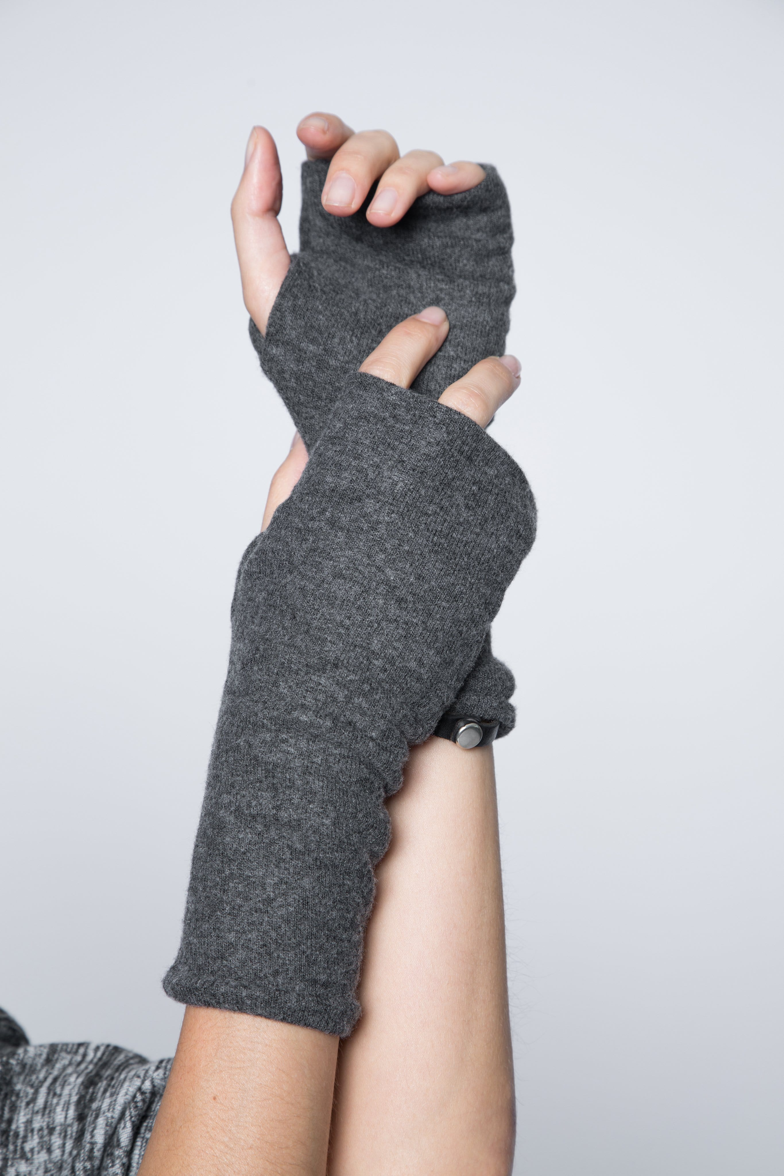 One size dark grey fingerless gloves.