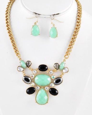 The Green Eyed Girl Necklace Set
