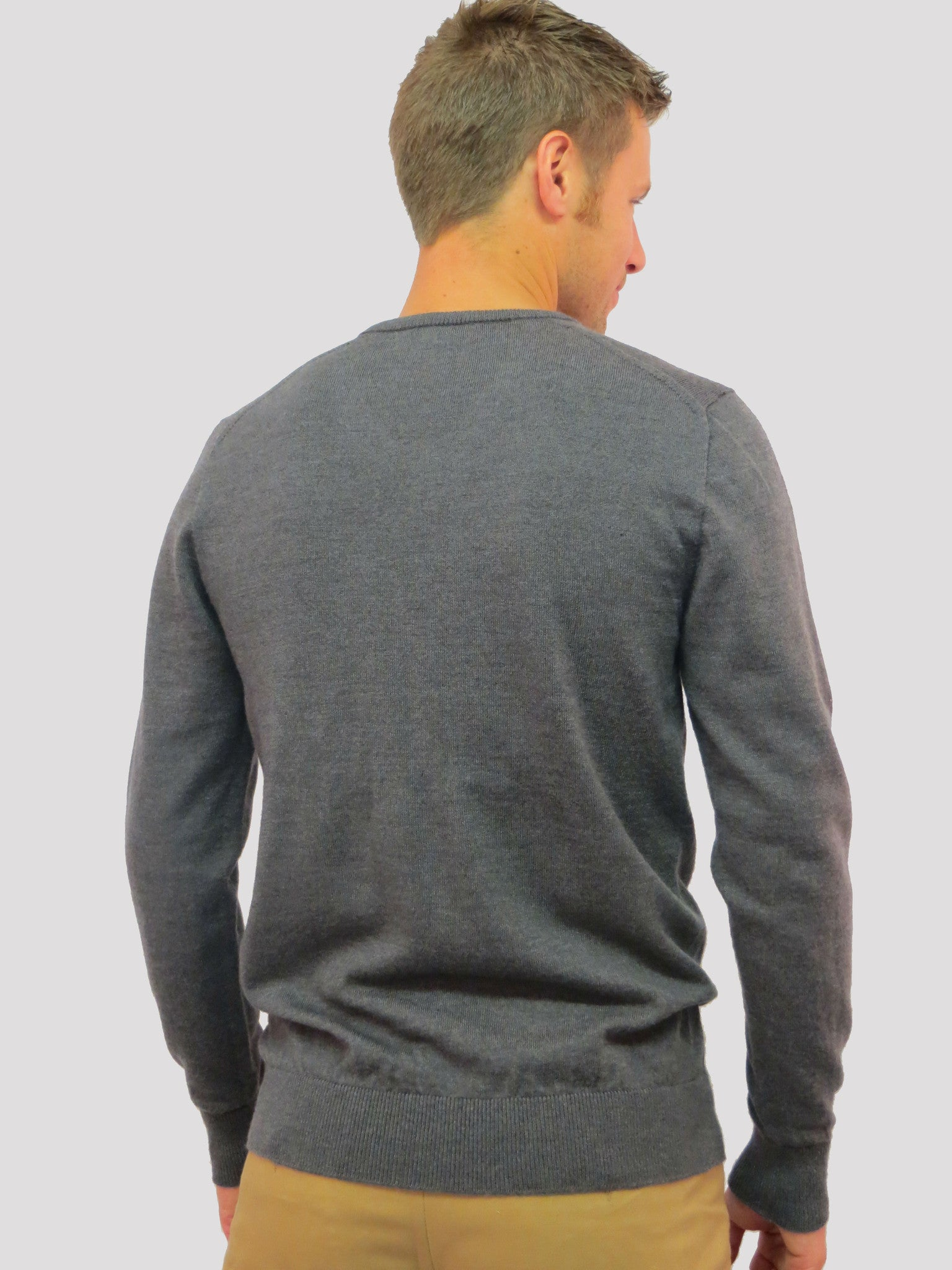 Airedale V-Neck Merino Wool Jumper/Sweater (Grey)