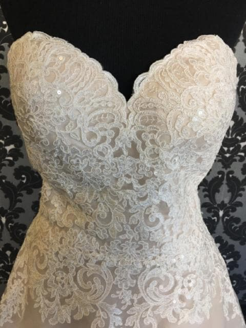 Mori Lee Women's Ivory/ Champagne Lace and Tulle Ballgown Wedding Dress Size 12