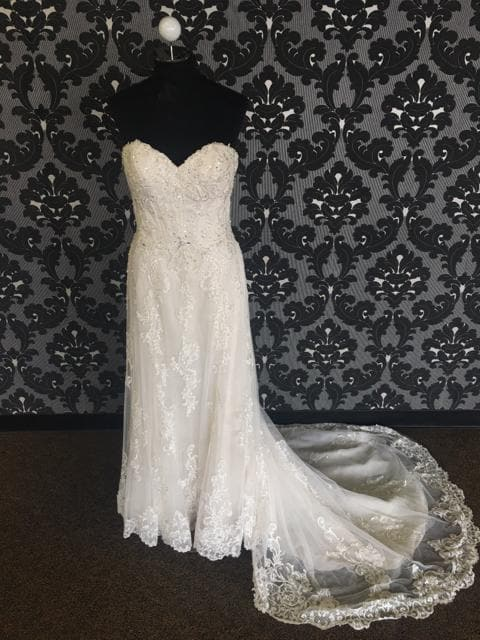 Maggie Sottero Women's Wedding Dress Lace/Tulle Ivory Size 12