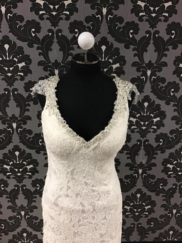 Maggie Sottero 4MS854 Lace Ivory Wedding Dress Size 12