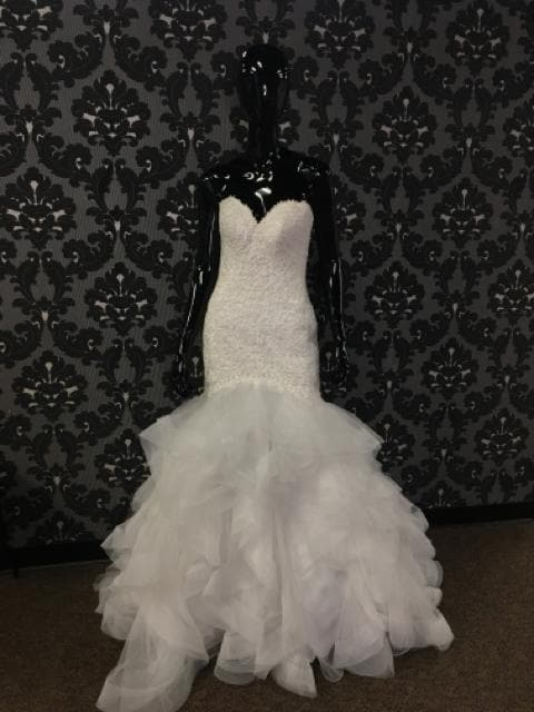 Essense of Australia Wedding Dress Horsehair/Beaded White Size 8 WEDDING DRESSES