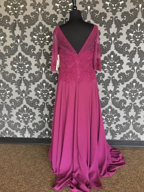 Size 16 Dark Raspberry Montage Floor Lace/Chiffon 3/4 Length